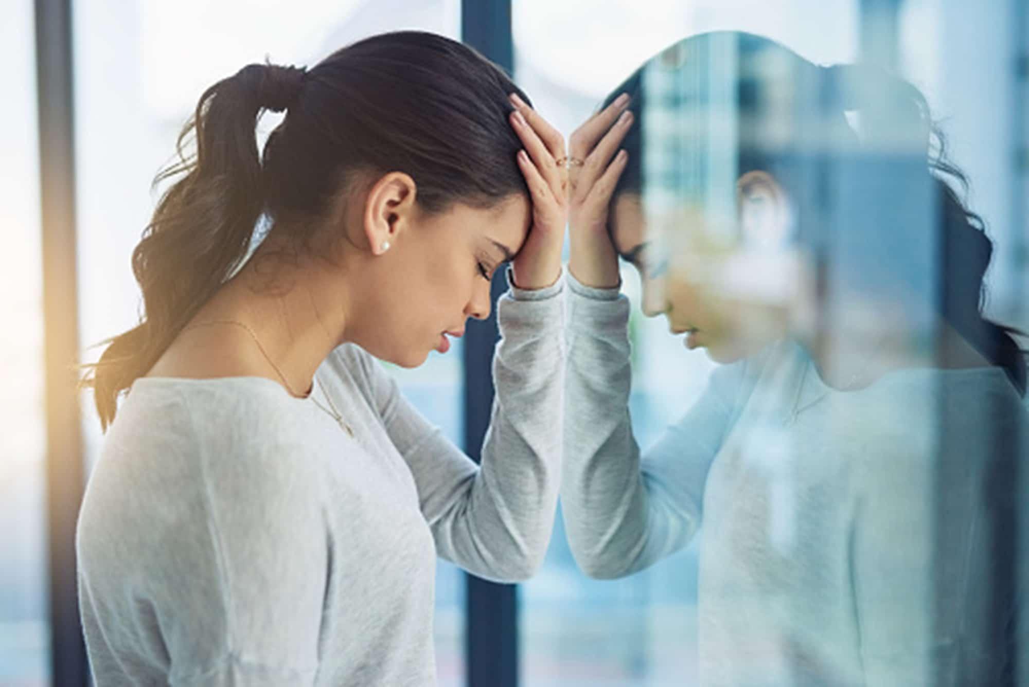 Migrañas dolor cabeza mujer