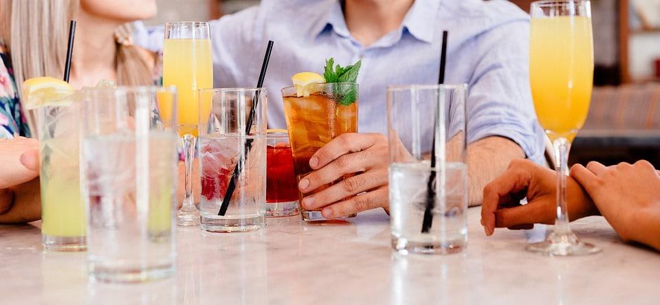 Dependencia emocional mejora con reunión de amigos