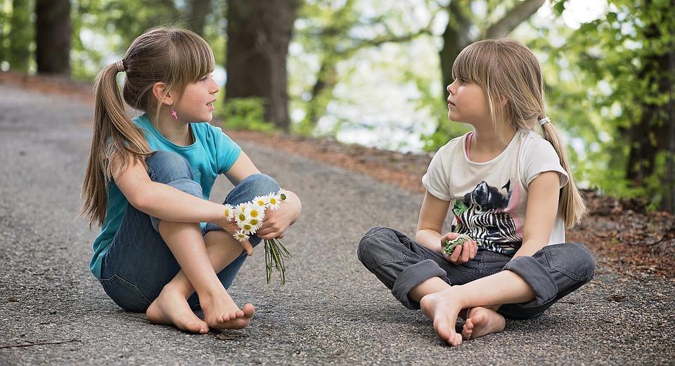 jugar con otros niños superdotados