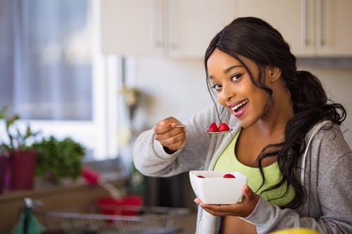 obesidad mujer comiendo