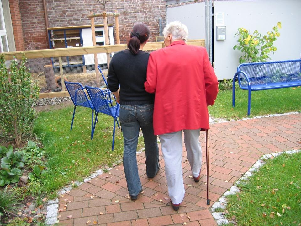 andar con ayuda Parkinson