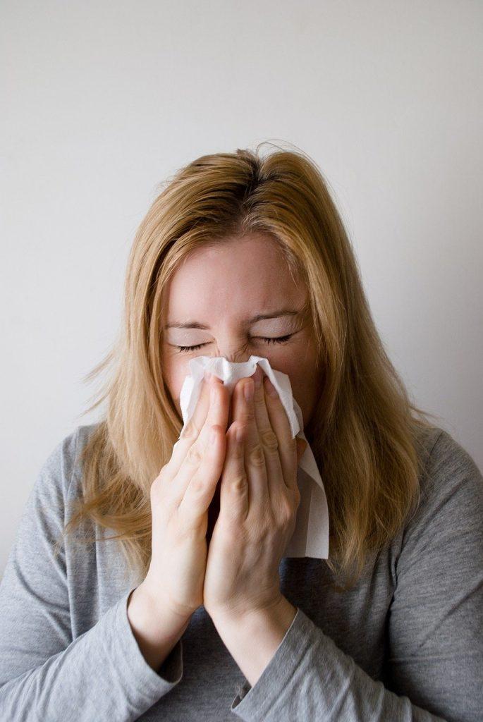 Estornudar por Clínica Fuensalud