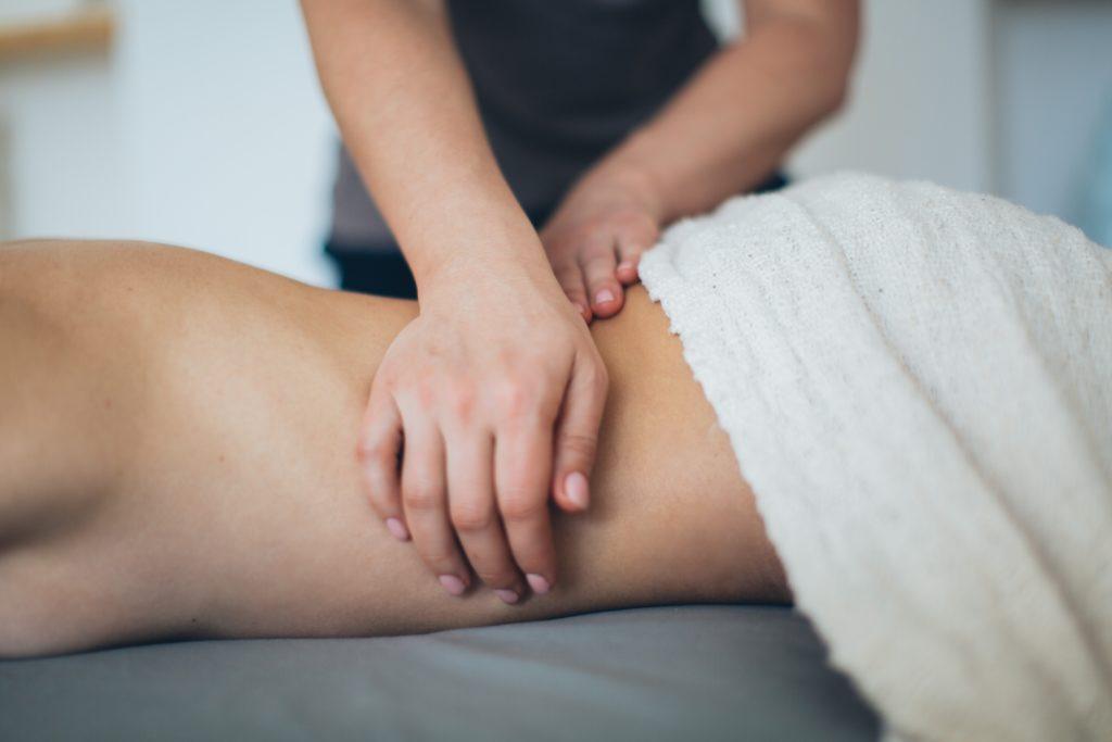 Masaje de cadera para trocanteritis por Clínica Fuensalud