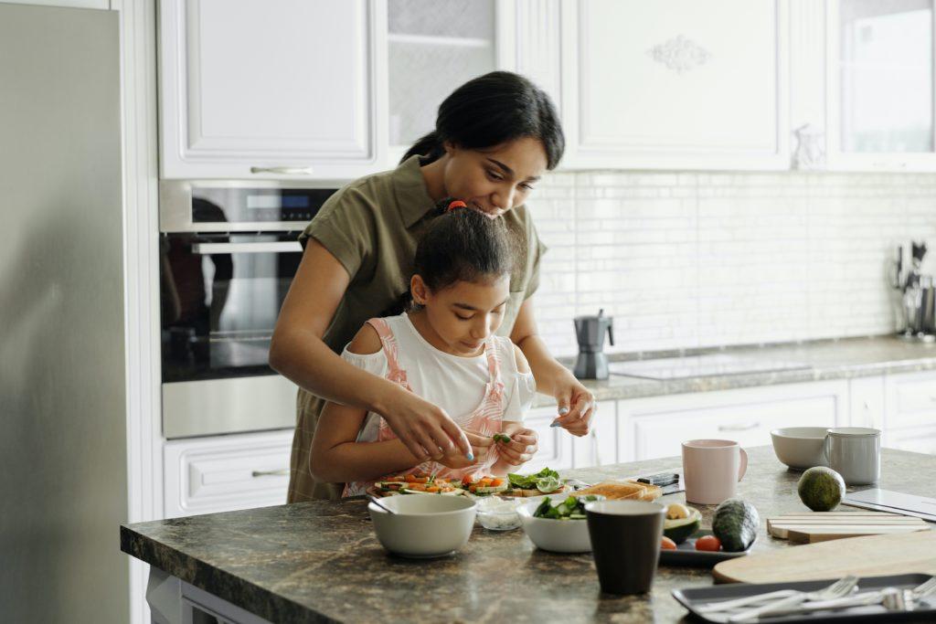 Madre e hija juntas por Clínica Fuensalud