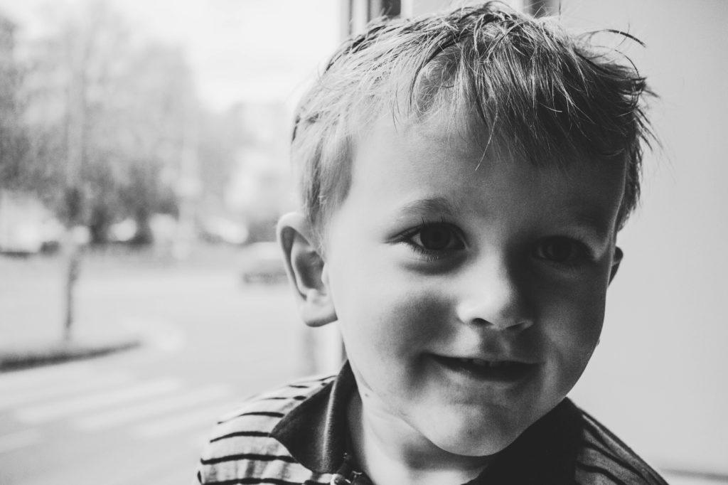 Niño sonriente por Clínica Fuensalud