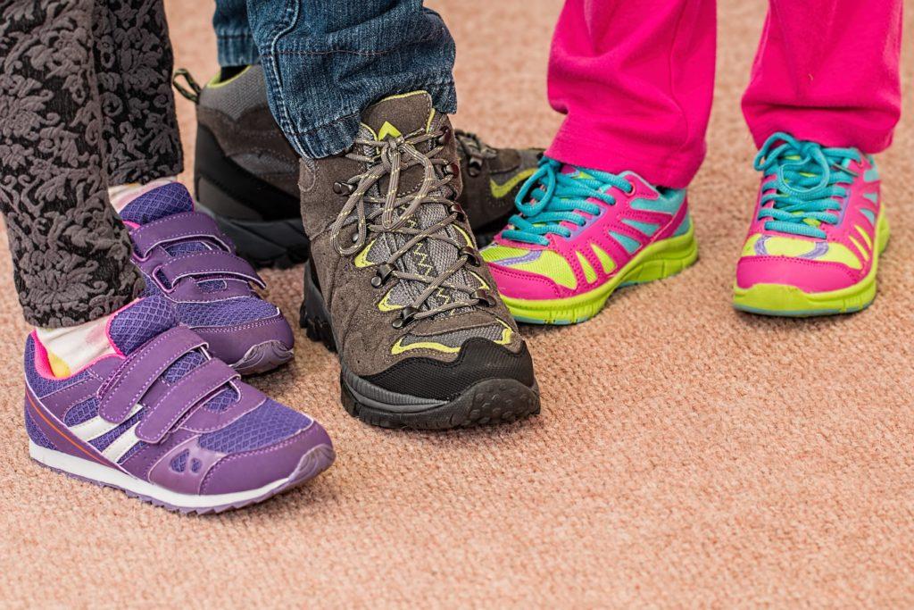 Zapato con cordones calzado heredado y velcro por Clínica Fuensalud