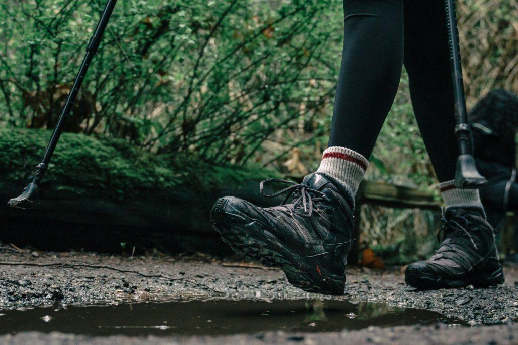 Botas de montaña para cuidar los pies por Clínica Fuensalud