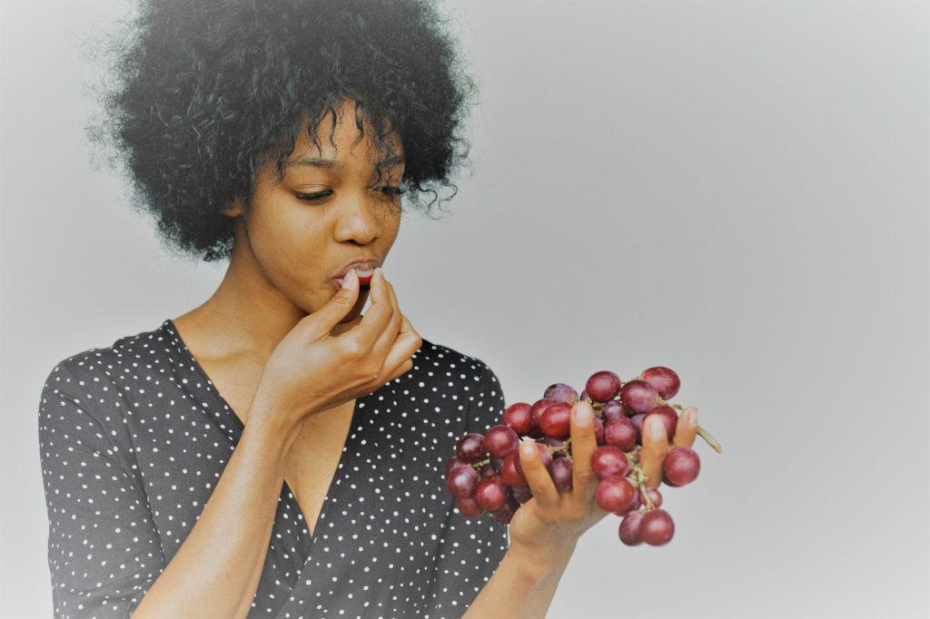 Comer uvas en Clínica Fuensalud