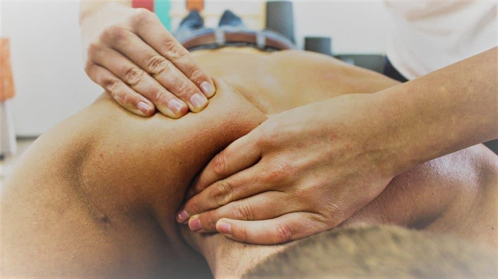 Masoterapia o masaje de cuello con Clínica Fuensalud