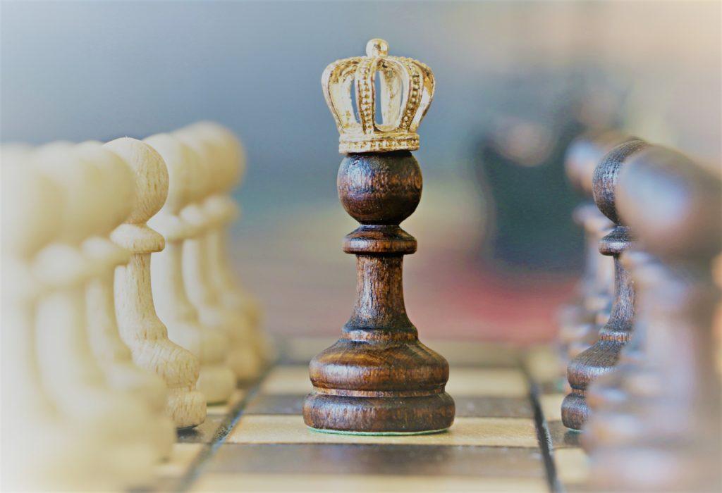 pieza de ajedrez Destronado de Clínica Fuensalud