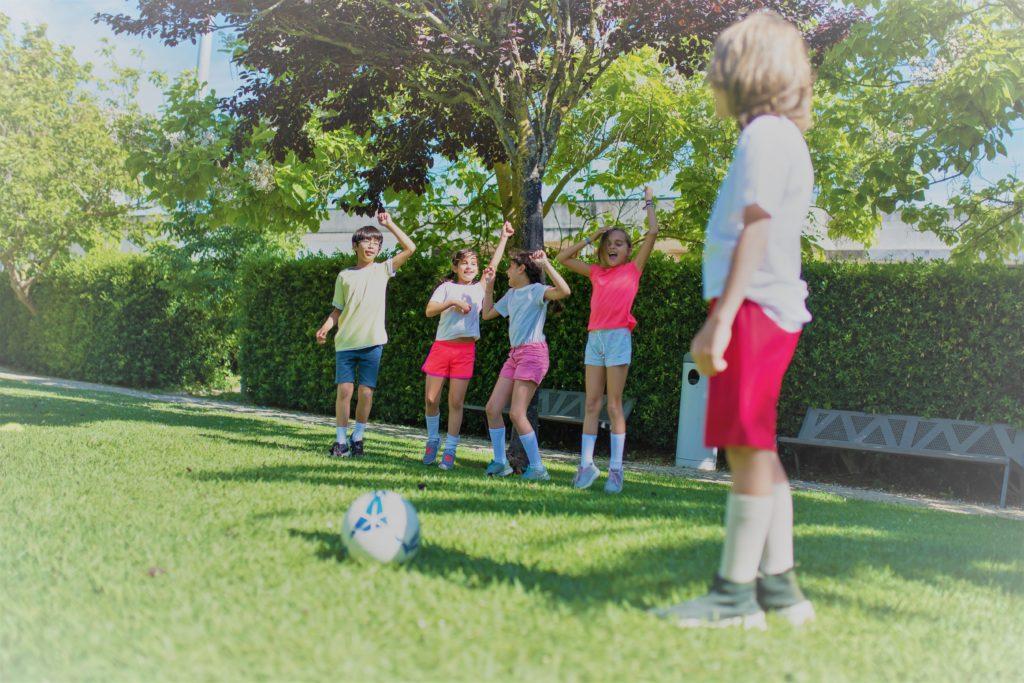 Juegos con una pelota por Clínica Fuensalud