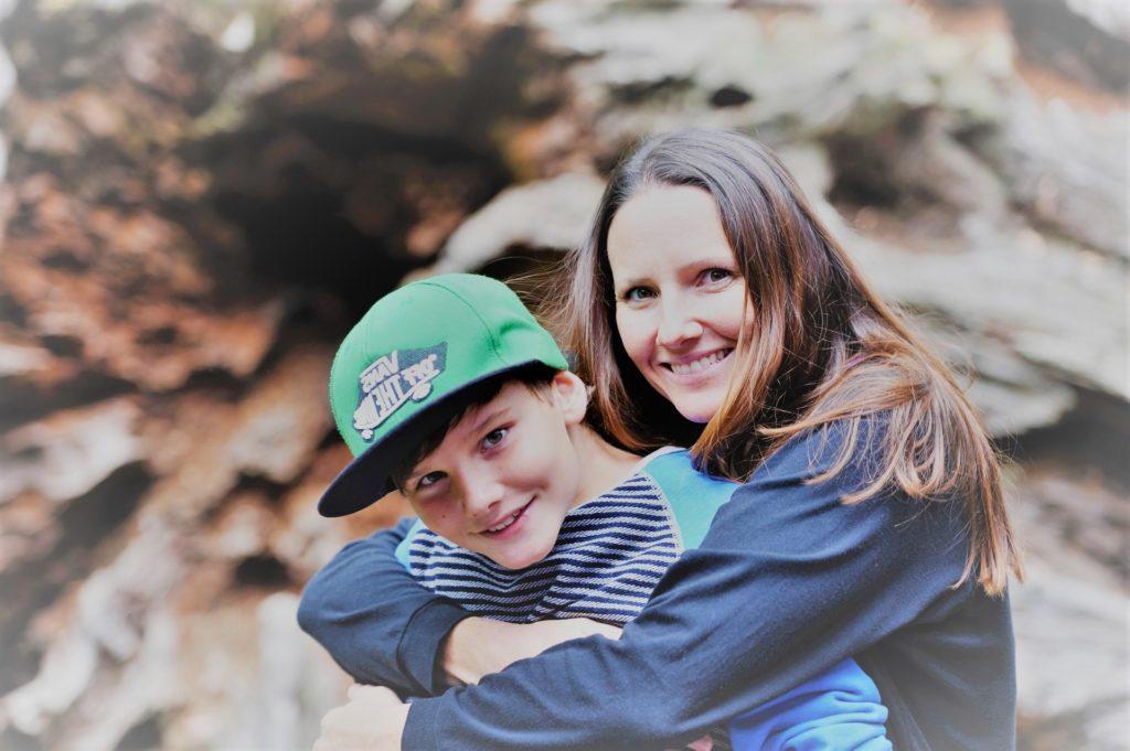 Madre e hijo juntos con Clínica Fuensalud