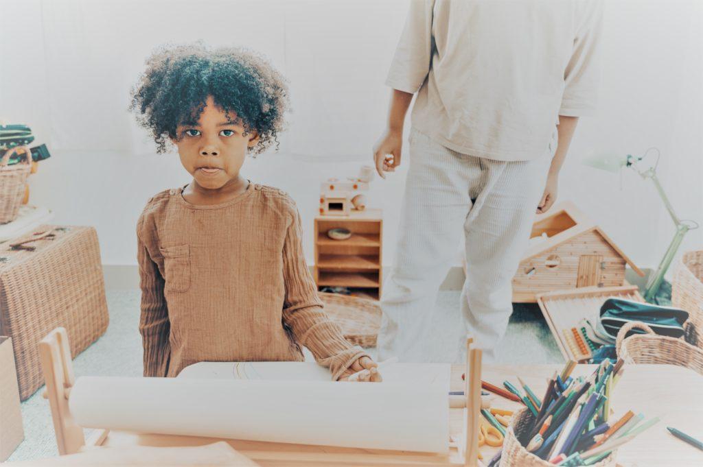 Niño introvertido con Clínica Fuensalud