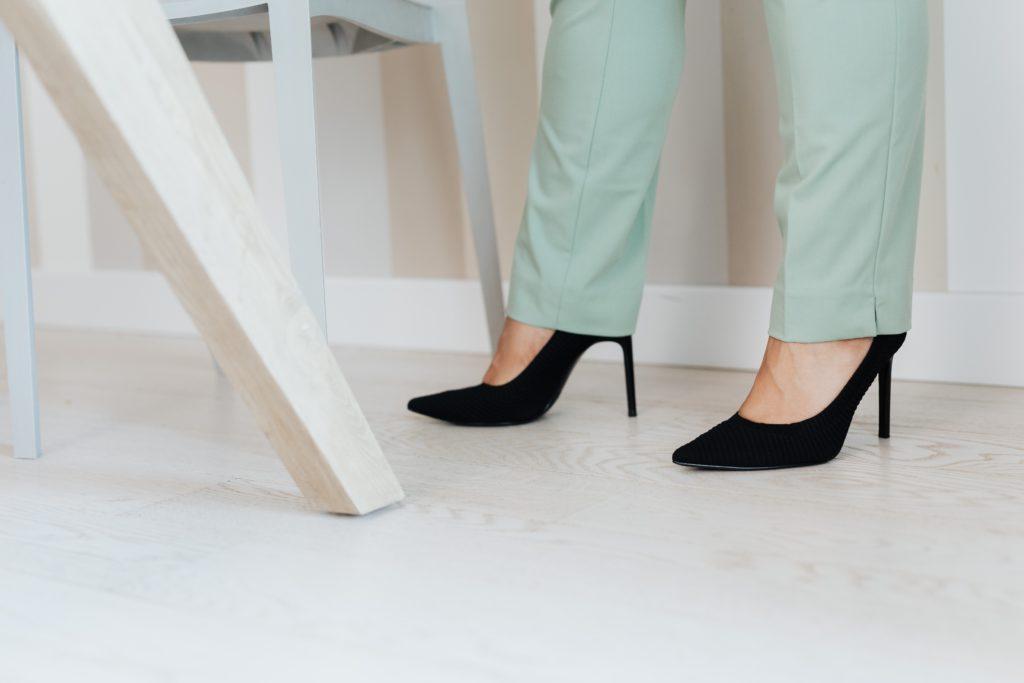 Zapato de tacón con Clínica Fuensalud