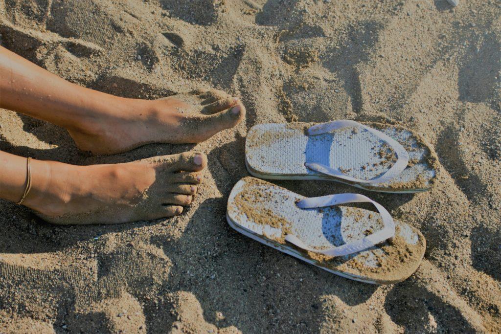 Chanclas, calzado de verano, ir al podólogo Clínica Fuensalud