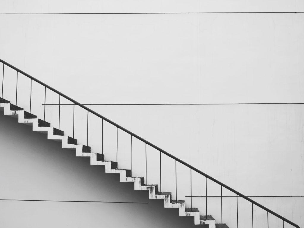 Escaleras de Clínica Fuensalud